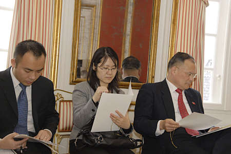 ove: COPENHAGEN DENMARK-Natyional press briefing at Royal court Yellow Palae  State visit of China of H.M.The Queen Margrethe II and Prince Henrik of Denmark press briefing by from left  Ms. Lene Balleby Roayl communication and Presscheif (c) Chamberlain Ove