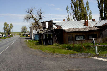 ANATONE WASHINGTON STATE STATE USA _ American dead city Anatone population people 38 dogs 20 cats 17 and horses 11 and auto junks is not mentioned and brokenm houses are not mentioned and not much business in sleeping Anatone wasington state, 5 June 201