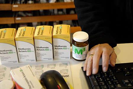 metformin: KASTRUP COPENHAGEN DENMARK- Diabetes  patient buying diabestes medicine at pharmacy      06 May 2014