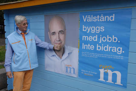 polling station: SWEDENMALM�MALMO_  Swedes rushing to polling station to vote fo the new social democrat pime minister Stefan L�fven o present pime minister Federik Reinfeldt today in general paliamenty elections                14 Septembe 2014