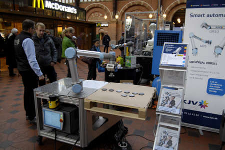 technoligy: COPENHAGENDENMARK_Public visiting the Dan Tobotics show or robots made in Denmark exhitbion at Copenhagen Centeral train station hall  today           24 November  2014 Editorial