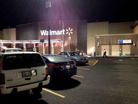 walmart: Clarkston. El estado de Washington. USA_Consumers compras en Wal mart Walmart est� abierta las 24 horas 17 de diciembre de 2014. oto por Francis Joseph Dean  deanpictures)