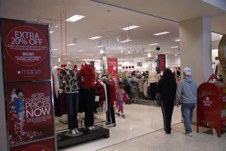 macys: Lewiston. Stato Idaho. Acquirenti USA _Christmas al negozio di Macy al centro commerciale centrale Lewiston e anche il lavoro di Macy affitto alla vacanze di Natale e la vendita di sconto durante christma seasion 22 dicembre 2014.