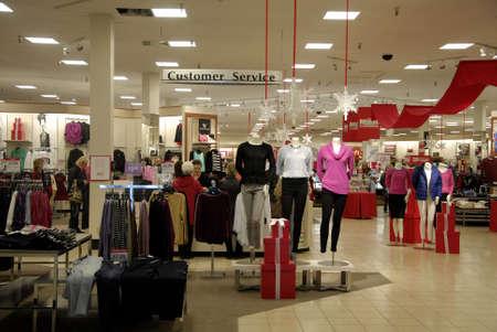 macys: Lewiston. Stato Idaho. USA _Shoppers e regali di natale scambiatori in vendita Un giorno a Macy e boxe e regali di Natale giorno di cambio in JP Penney e negozi Macy nel centro di Lewiston mall 26 dicembre 2014.