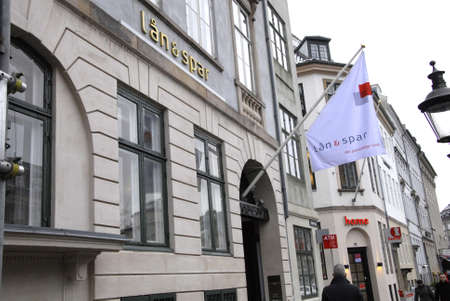 spar: Copenhagen-Denamrk_Male cash money at ATM laan & spar bank ( Lan & Sar)bank at hojbropladsentoday on        04 Febuary 2015