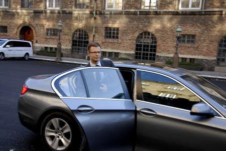 Kopenhagen-Denamrk _Benny Engel bricht Deense minister van belastingen en revune en sociale democrate vertrekt van Deense Parlement Christiansborg na politieke bijeenkomst in het parlement vandaag op 05 Februari 2015