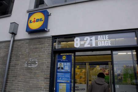 comida alemana: Kastrup_Denmark cadena de comida alemana Lidl abre desde temprano monring las 8 a las 22 o 22:00 de la compra y de la noche son carros parque en lugar de estacionamiento carros 12 Febrero 2015