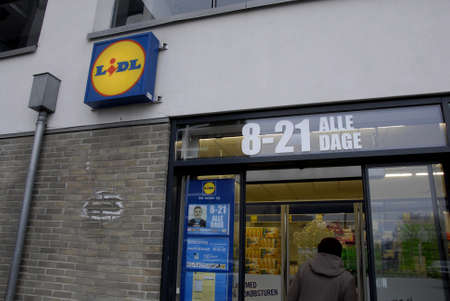 pm: Kastrup_Denmark  German food chain Lidl opens from early monring 8 am till 22 or 10 pm night  and shopping carts are park in carts parking place            12 Febuary 2015