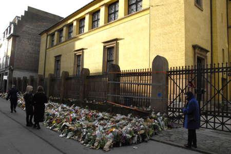 atacaba: Dinamarca  _25 02 2015-Polic�a presenta en Extebded la pr�xima semana hasta el monumento a Judios sinagoga de Krystalgade en Copenhague Jeews dolor y la tristeza termin� oficialmente la noche del lunes, 14 de febrero 2015 aynagigue se terrrorest atacado y hombre judio