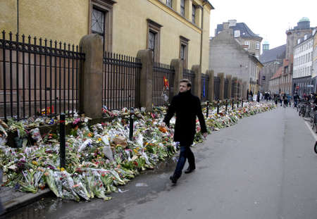 unknown men: Copenhagen-Denamrk ,  27 Febuary 2015 _Unknown person left with flowers bouquets and note reads We do not know you but thank you for your support message to Dan uzan ( vi kender dig ikke ,men tak for din st�tt)at memorial syngogue