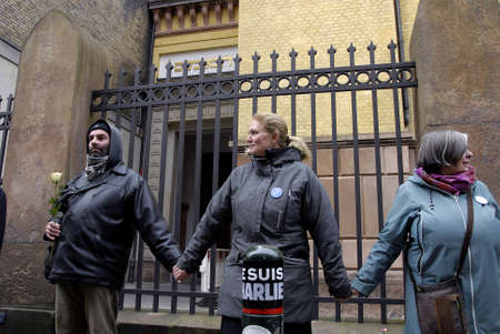 sund: COPENHAGENDENMARK. 14 March 2015   _On the muslim living in Copenhagen institative handfull muslims and jews joined by danes arranged people holding hands chain around the jews synagogue in the aftermath terrorest attacken on synagodu on 15 Feb 2015 sund