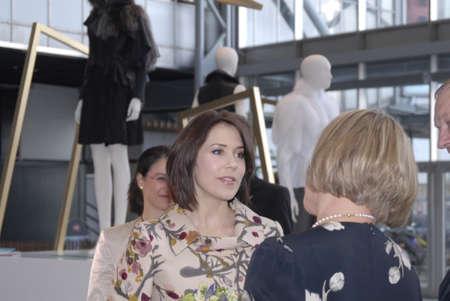 corona de princesa: Corona Mar�a visita CIFF-Copenhagen International Fashion Fair (Semana de la Moda de Copenhague) y visitas de exposici�n Kopenhagen Fur y la visita se sit�a en Bella Ceneter Copenhague Dinamarca 11 de febrero 2007 Editorial