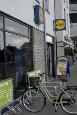 francis dean: HillerodHiller�d Denamrk _29 april 2015_  German Lidl food chain sueprmarket in Copenhagen
