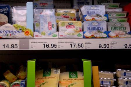 comida alemana: Kastrup.Copenhagen.Denmark 19 de julio 2015 la vida _Consumers en cadena de comida alemana supermercado Aldi Editorial
