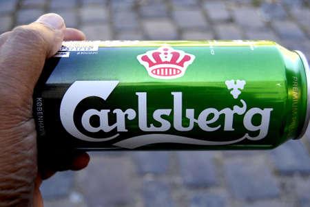 carlsberg: CopenhagenDenmark 19 August  2015_Eldlery hand holding carlsberg beer cain and enjoy warm day at christianshavn canal Editorial