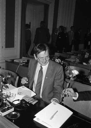 danish prime minister: CopenhagenDenmark (historical images 1985 ) Danish prime minister Anker Jorgensen (Anker J�rgensen)at left in pictures with  Late swedish prime minister Oluf Palme social democrat together at nordic prime minister meeting in Copenhagen,Denmark just 4 we