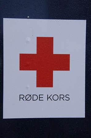 red cross: Kastrup.Copenhagen.Denmark 20 de septiembre 2015 _Red cruzar oldcloths conatiners donaci�n
