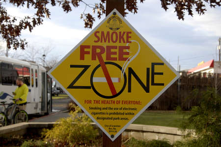lewiston: Lewiston Idaho USA_ 09 December  2015 _ Smoke free zone infront of community centre in valley