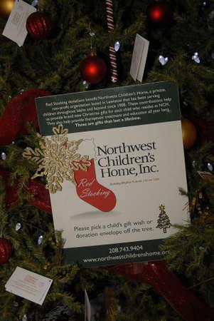 Lewiston Idaho USA_ 09 December  2015 _Christmas shopper Couple inspecting decorated chritmas tree at Lewiston mall Editorial