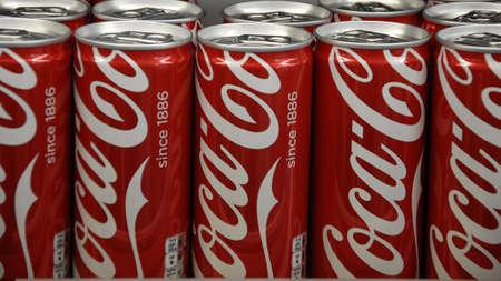 cola canette: Copenhagen Kastrup.Denmark 13 March  2016  _Coca cola cans for sale �ditoriale