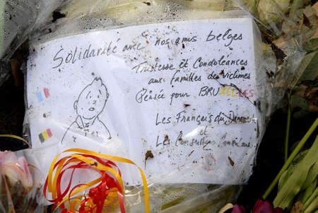 belgien: CopenhagenDenmark _ 27 March  2016_On easter sunday People still  pay tribute to Brussel terror victims laying flowers at Belgian Embassy in Copenhagen Denmark
