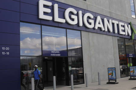 electronic store: HerlevCopenhagen_Denmark_  28 July 2016-Shoppers comming and going in to Elgiganten electronic store in big center .