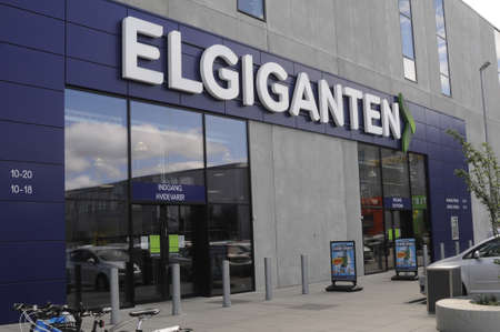 electronic store: HerlevCopenhagen_Denmark_  28 July 2016-Shoppers comming and going in to Elgiganten electronic store in big center