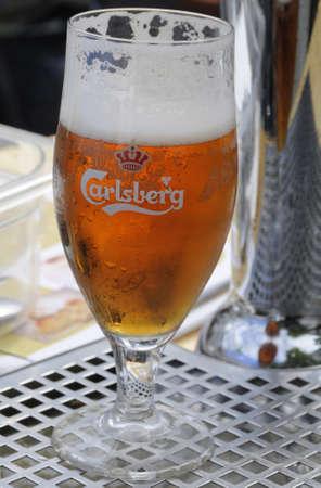 carlsberg: Copenhagen_Denmark_  06 August  2016-  Glas of Carlsberg beer
