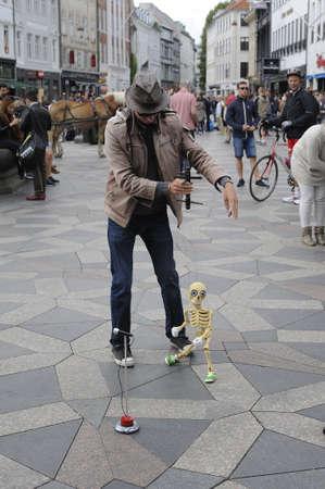 entertain: Copenhagen_Denmark_  09 August  2016-Foreign street entertainer entertain shoppers and travelers with doll   on stroeget