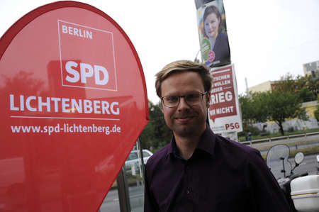 politicians: 17 September  2016-Lichtenberg-Berlin politicians on elections rally at Frankurter Allee from green party Ms.Antije Kapek SPD social democrat Christian Paulus and from CDU Christine N�nthe and die like today on saturday fr sunday elections     in Berling