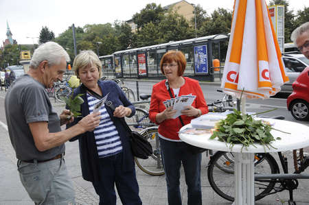 paulus: 17 September  2016-Lichtenberg-Berlin politicians on elections rally at Frankurter Allee from green party Ms.Antije Kapek SPD social democrat Christian Paulus and from CDU Christine N?nthe and die like today on saturday fr sunday elections     in Berling