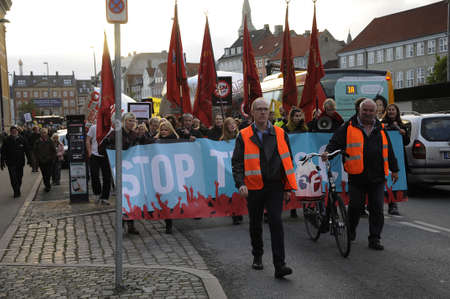 tourists stop: Copenhagen  Denmark_ 27th October 2016 _  Thusand stange protest rally in danish capital protest to  stop TTIP and Ceta agreetment .