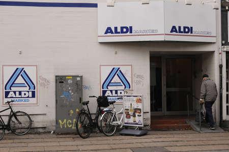 comida alemana: Dinamarca  07th. De noviembre de 2016: Aldi mercado de la cadena de comida alemana.