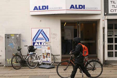 comida alemana: Copenhague  Denmark_ 07th. De noviembre de el año 2016 _ Aldi alemán mercado cadena alimentaria. Editorial