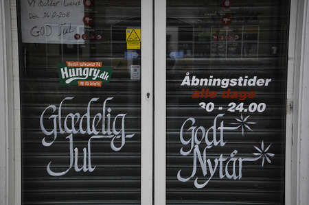 fas: Kastrup_ Copenhagen_Denmark _ 25th December  2016_ Puzza and Kebab fast retaurant is closed on Christams day in the honor of christmas religious holiday and messages read Merry christmas and happy new yar, we ae closed beacuse of christmas holiday (Gl?del Editorial