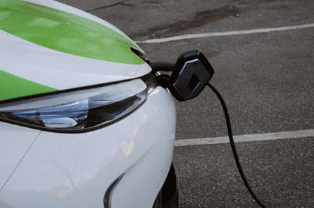 bil: Copenhagen  Denmark_  06 January 2017 -  Renault Zoe elctric car at recharge e-on booth  from GreenMobilty your city car.