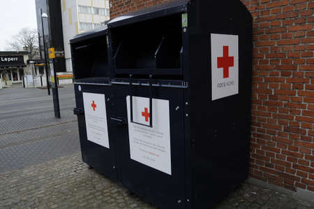 cruz roja: Copenhague  Denmark_ 17January 2017 -Red contenedores dnations transversales