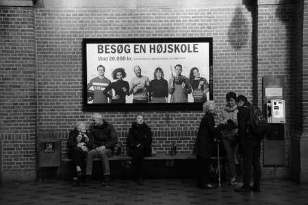 Copenhagen_Denmark _16 april 2017_East zondag l-passagiers reizen op het centraal station van Kopenhagen.