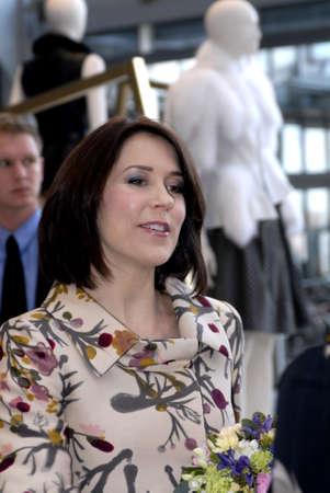 皇太子妃メアリー シークレットクリフ コペンハーゲン国際ファッション見本市 (コペンハーゲン ・ ファッション ・ ウィーク) を参照してください