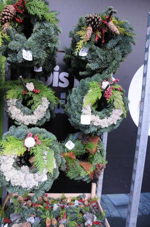Kastrup / Copenhague / Dinamarca - 26.Octubre de 2017. Decoraciones de Navidad está listo para ir de compras en las tiendas de comestibles danesas. Foto de archivo - 88616106