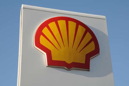 Kopenhagen  Denemarken -03. November 2017. Shell-benzinestation in Deense caital.