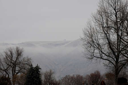 LEWISTON / IDAHO ( USA  04.January 2018 _Lewiston hills covered with some fog. Фото со стока - 92794342