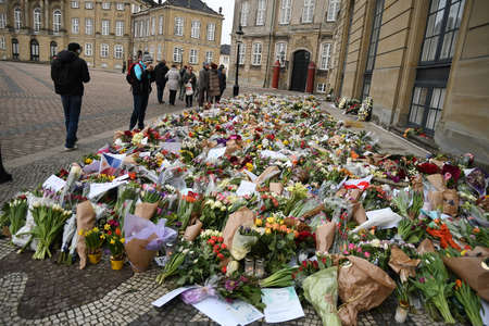 Copenhagen /Denmark / 18 February.2018_Danes are still paying respect  with flowers  and messages and  photographs of queen margrethe and prince henrik at Aamalienborg Palace . Redactioneel
