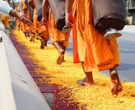 Dhammakaya hacer una peregrinación Foto de archivo