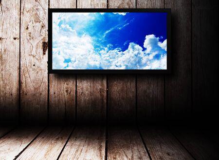 Dark Room bois de cru avec TV LED sur le mur