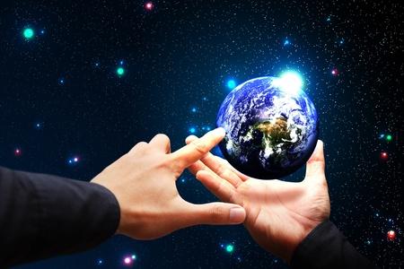 mundo manos: Mantenga a mano inteligente de la Tierra y seleccione
