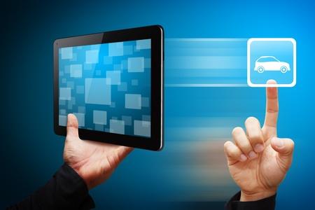 Toucher de la main intelligente de l'ic�ne de voiture de Tablet PC Banque d'images