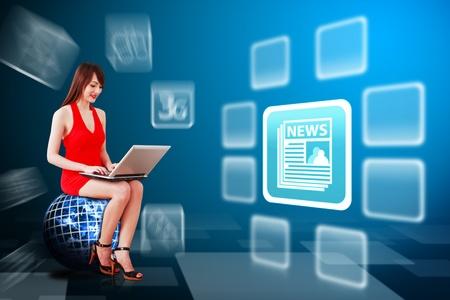 icone news: Lady sur l'ordinateur portable et une ic�ne globe utilisation Nouvelles