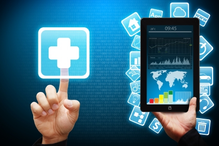 mano touch: Mano intelligente toccare l'icona First Aid dal tablet computer Archivio Fotografico