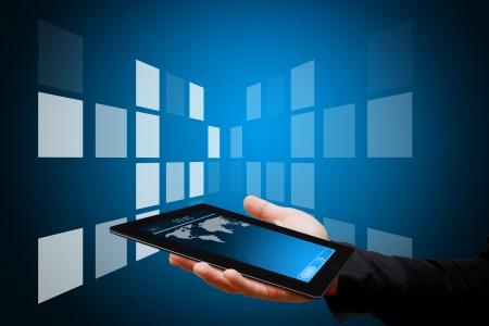 Smart-Hand und digitalen Touch-Pad Standard-Bild - 13629271